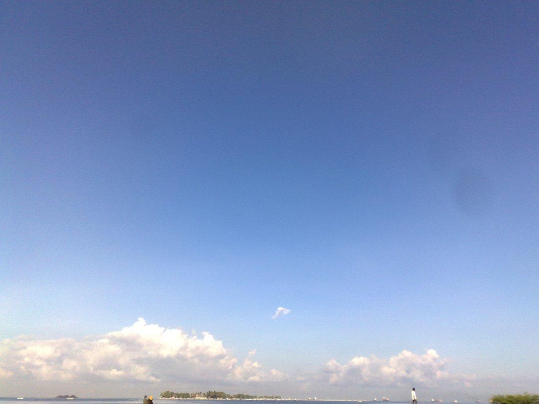 Langit Biru Pantai Losari