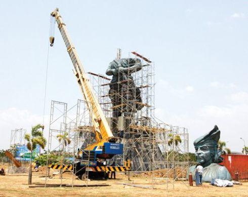 pembangunan patung sultan hasanuddin