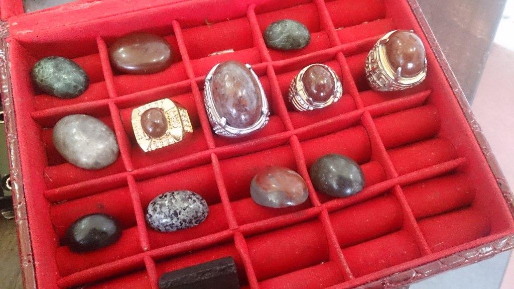 Koleksi Batu Tukang Cukur